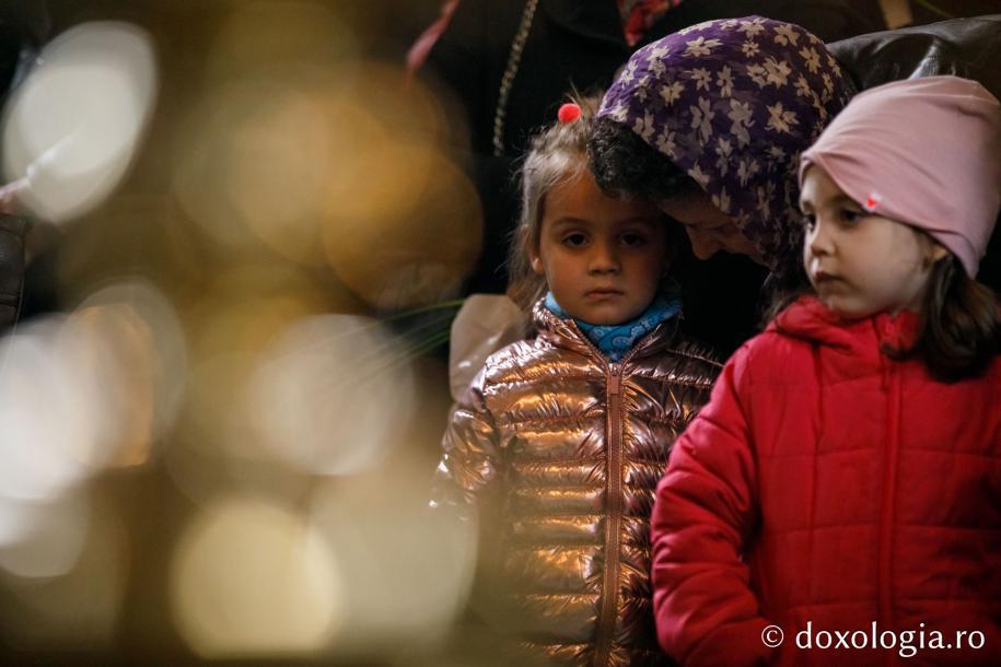 Copii la slujbă / Foto: pr. Silviu Cluci