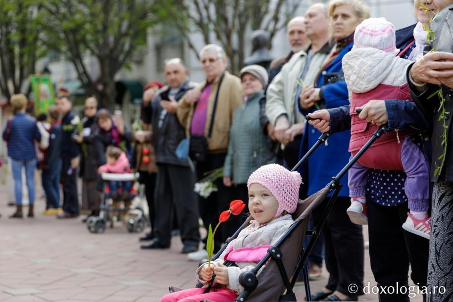 Credincioși participanți la procesiunea de Florii / Foto: Oana Nechifor
